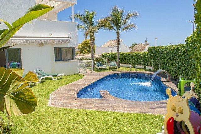 La Platja de Calafell Villa Sleeps 8 with Pool and Air Con - 5509010, alquiler de vacaciones en Segur de Calafell