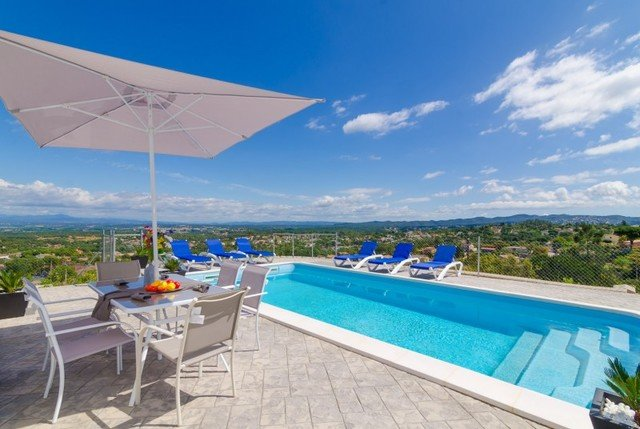 Montbarbat Villa Sleeps 6 with Pool and Free WiFi - 5509532, holiday rental in Cartella