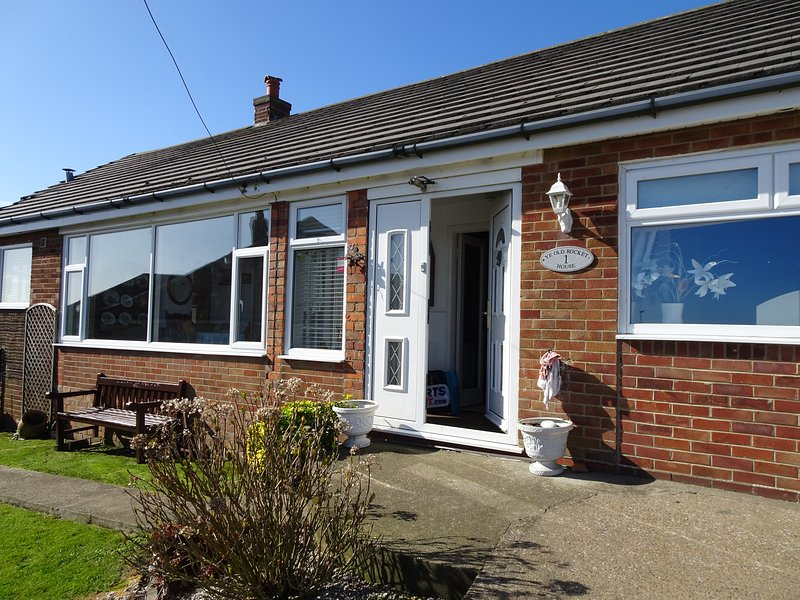Detached Bungaow with sea views near the lighthouse, holiday rental in Flamborough