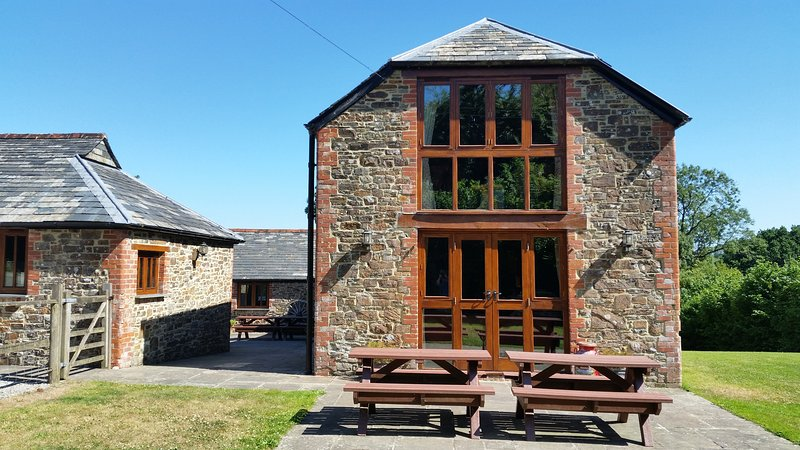 The Stone Barn at Beer Mill Farm Conservation Project, holiday rental in Pyworthy