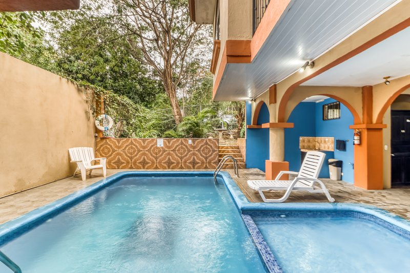 Comfy room w/great location, A/C, and shared outdoor pool! Walk to the beach!, vacation rental in Brasilito