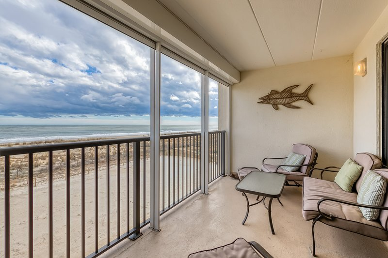 Family-friendly oceanfront condo w/private balcony - stunning views!, vacation rental in Fenwick Island