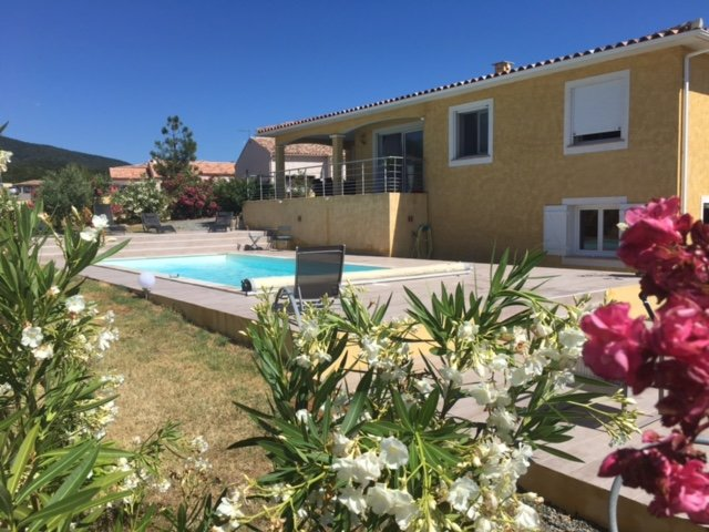 Spacious villa with swimming-pool, alquiler de vacaciones en Solaro
