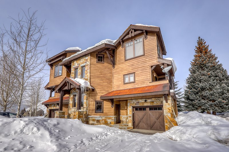 Amazing views in family-friendly home w access to Grant Lake and close to golf Chalet in Crested Butte