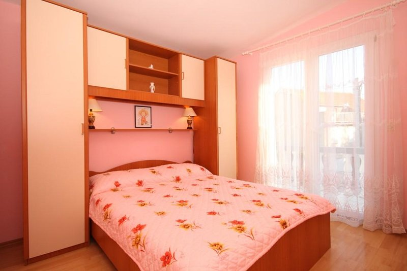 Kukljica Apartment Sleeps 4 with Air Con - 5468358, vacation rental in Kukljica