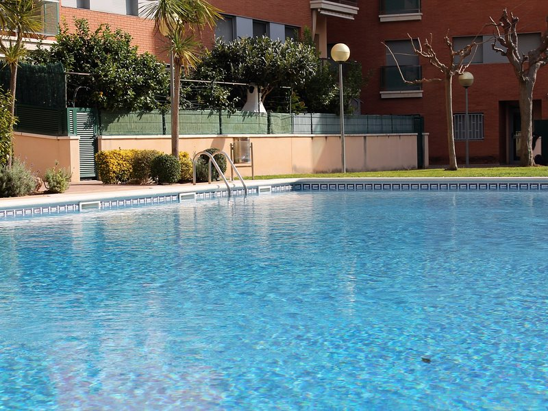 Suitur beach apartment with pool, holiday rental in Calafell