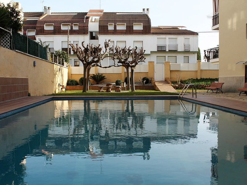 Bellamar apartment with terrace and pool, holiday rental in Sant Salvador
