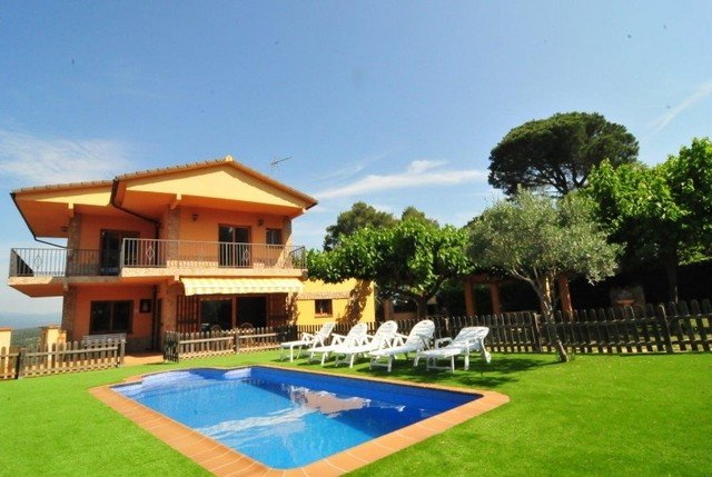 Tordera Villa Sleeps 12 with Pool and Free WiFi - 5508960, holiday rental in Fogars de la Selva