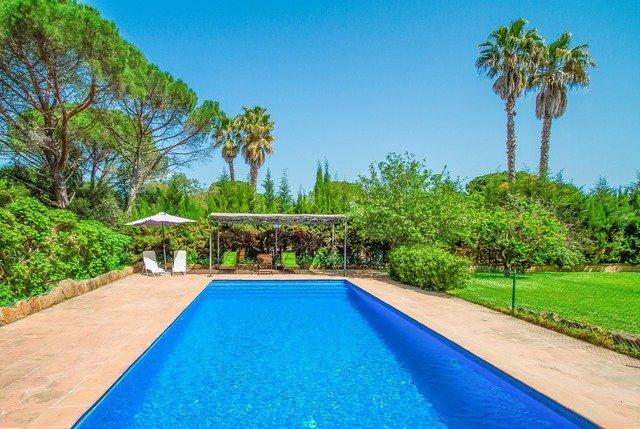 Solius Villa Sleeps 6 with Pool and Free WiFi - 5571722, casa vacanza a Solius