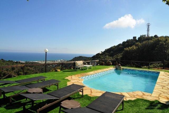 Sant Genis de Palafolls Villa Sleeps 8 with Pool Air Con and Free WiFi - 5509259, location de vacances à Santa Susanna