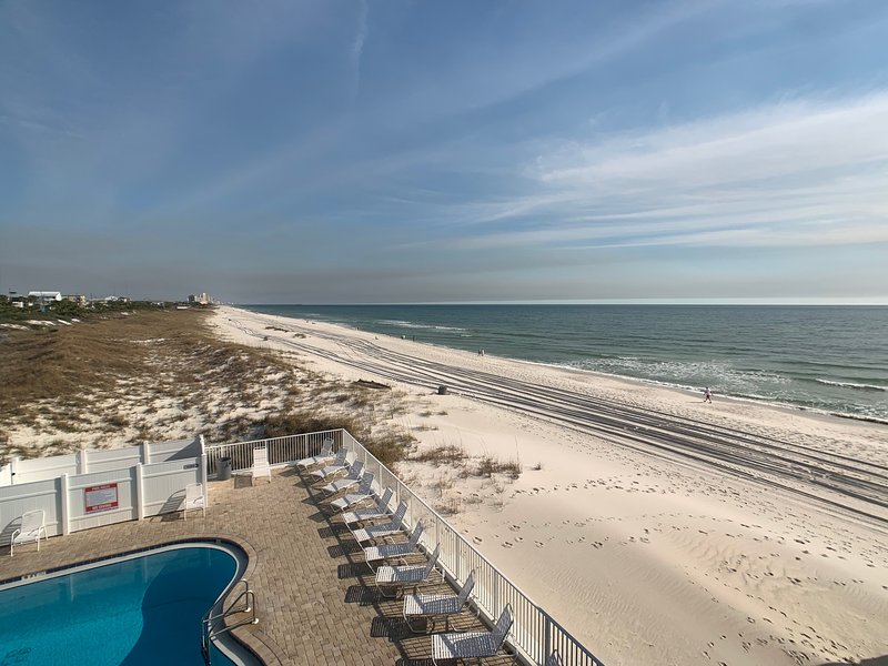 Beach Front Studio Condo with Queen Bed, holiday rental in Panama City Beach