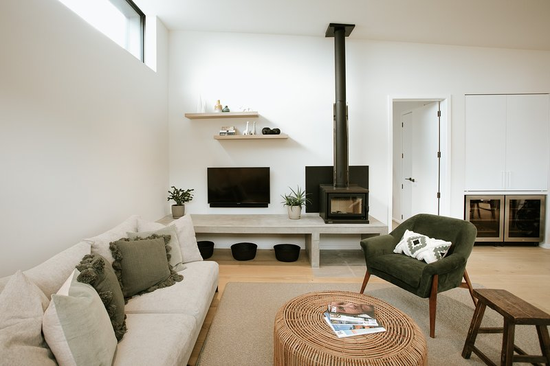 Modern, stylish home, sleeping up to 8, with outdoor sitting area and spa pool, Ferienwohnung in Cardrona
