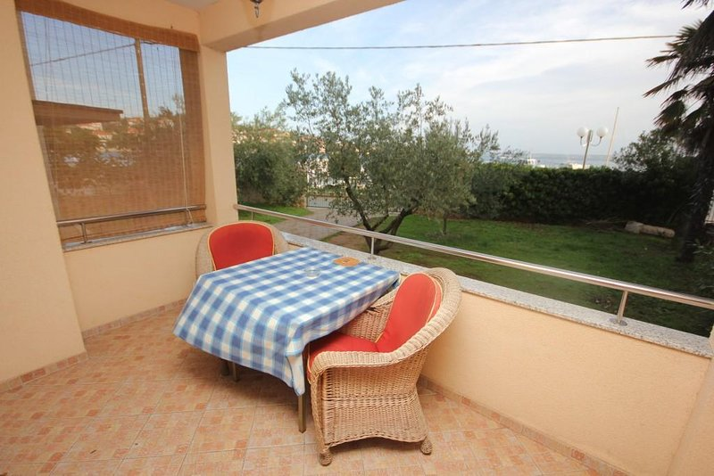 Poljana Apartment Sleeps 4 with Air Con - 5468220 – semesterbostad i Preko