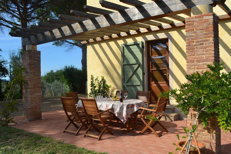 Palaia Villa Sleeps 6 with Pool and WiFi - 5696015, holiday rental in Montefoscoli