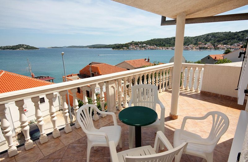 Tisno Apartment Sleeps 3 with Air Con - 5463844, holiday rental in Tisno