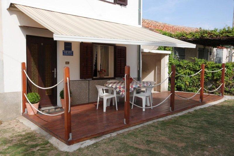 Nerezine Apartment Sleeps 4 with Air Con - 5467764, alquiler de vacaciones en Nerezine