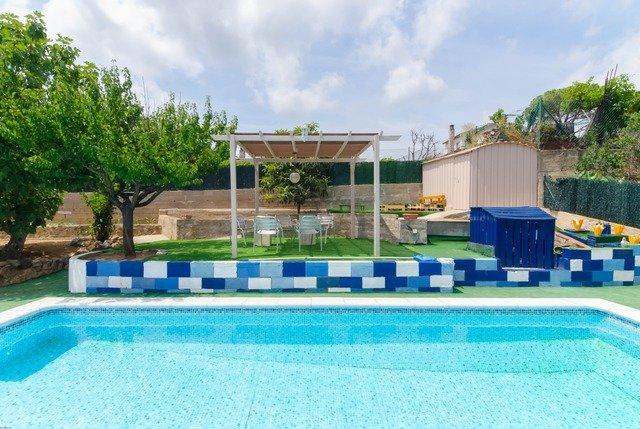 Santa Ceclina Villa Sleeps 6 with Pool and Free WiFi - 5509332, holiday rental in Cartella