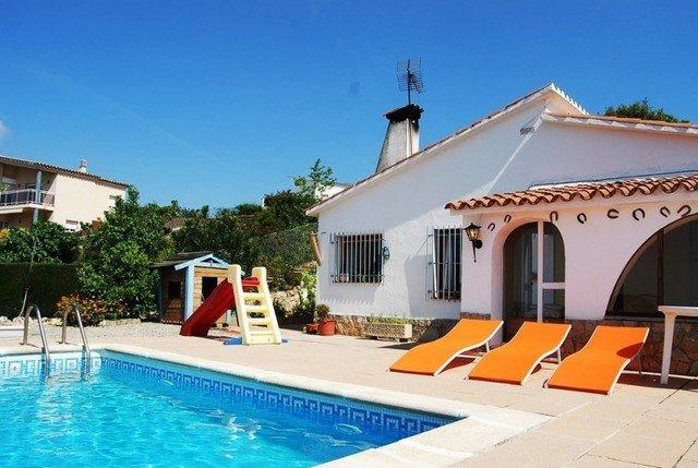 Sant Genis de Palafolls Villa Sleeps 10 with Pool and Free WiFi - 5509553, location de vacances à Santa Susanna