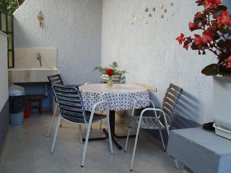 Jadrija Apartment Sleeps 3 with Air Con - 5470451, vacation rental in Jadrija