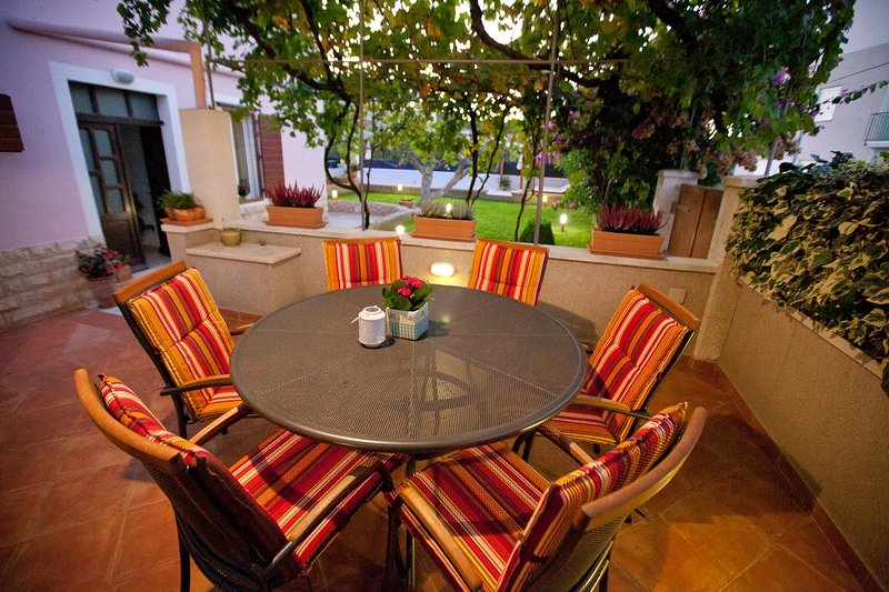 Poljana Apartment Sleeps 6 with Pool and Air Con - 5472380, holiday rental in Preko