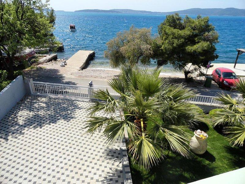 Brodarica Apartment Sleeps 3 with Air Con - 5462511, holiday rental in Krapanj