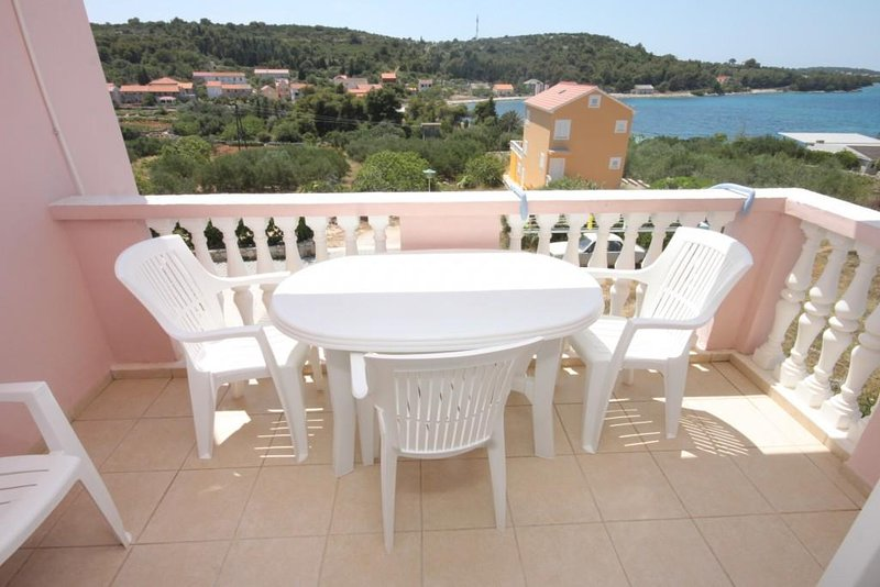 Soline Apartment Sleeps 4 with Air Con - 5459364, holiday rental in Soline