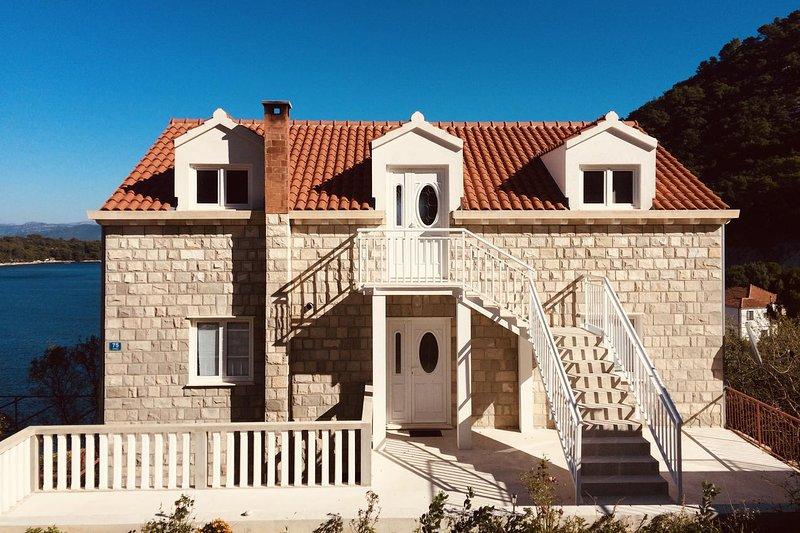 Sovra Apartment Sleeps 3 - 5463584, vacation rental in Sobra