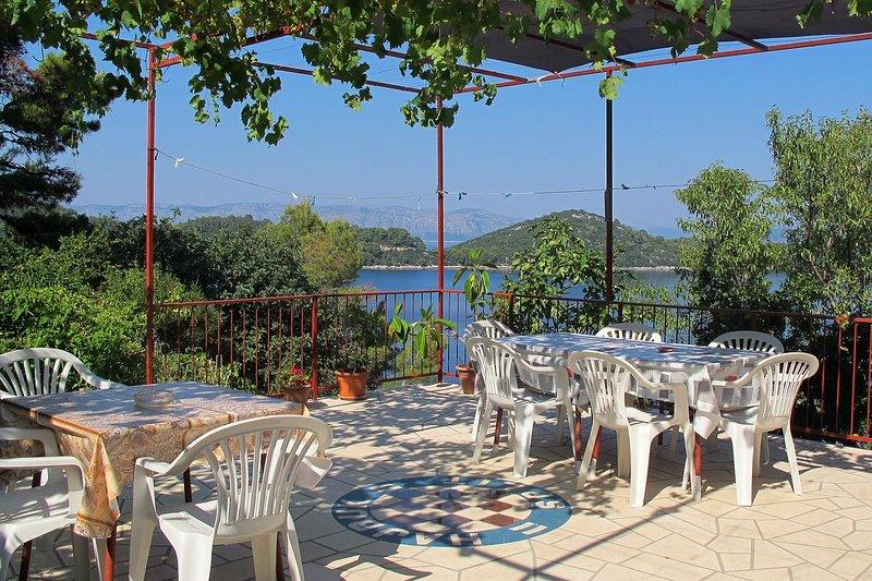 Sovra Apartment Sleeps 7 with Air Con - 5463585, alquiler de vacaciones en Mljet Island