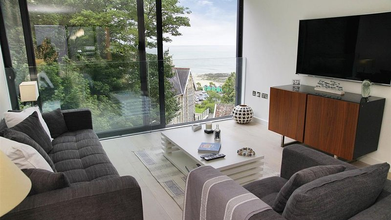 Beach Rocks, holiday rental in Mumbles