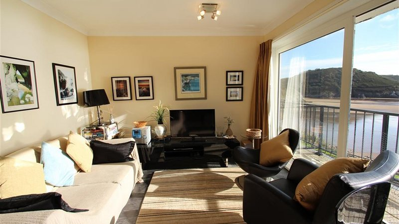 Redcliffe Apartments, holiday rental in Swansea County