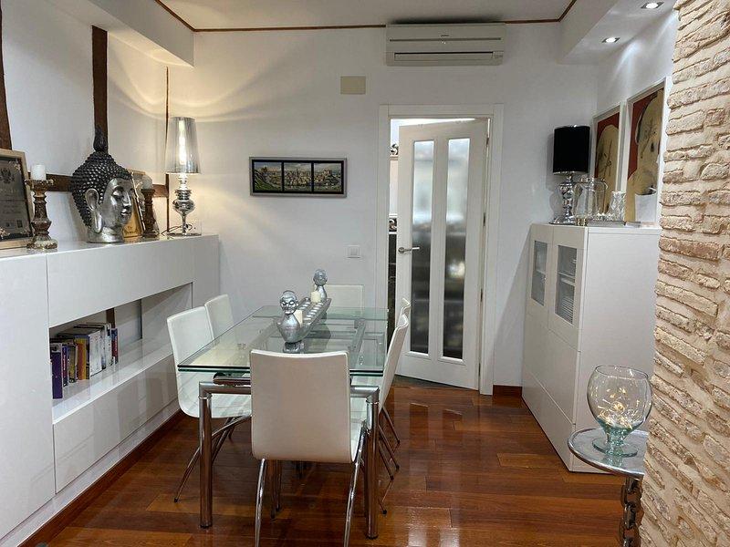 Apartamento de 1 dormitorio y sofá cama de 2 plazas. A escasos 50 m de catedral, holiday rental in Val de Santo Domingo