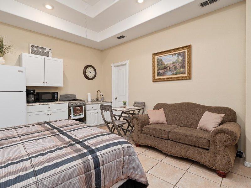 Hillcrest Dr 2, holiday rental in Alamo