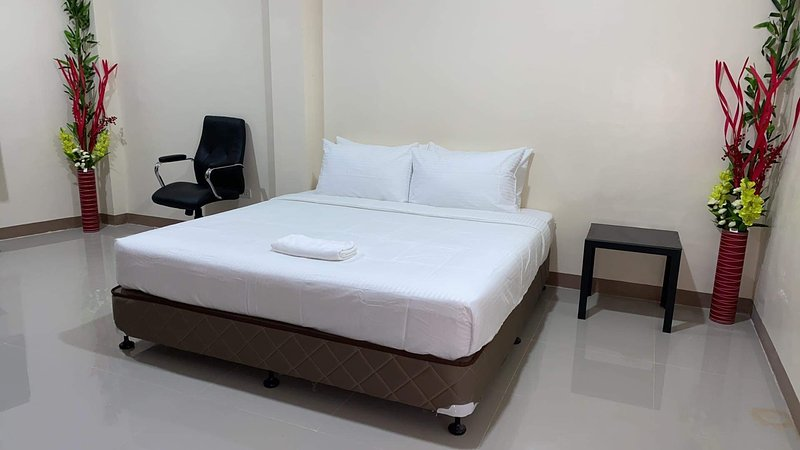 Red Palm Inn - Studio Room with Netflix / free wifi Baybay city Leyte 6521, casa vacanza a Leyte Island
