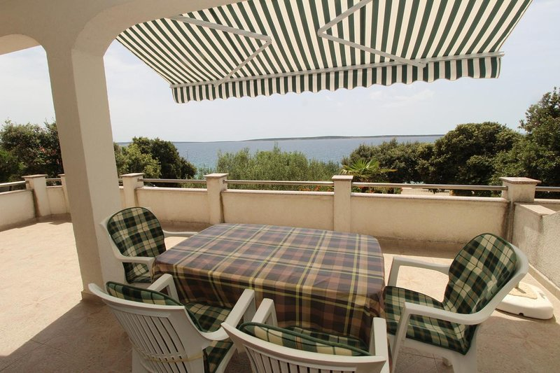 Mandre Apartment Sleeps 4 with Air Con - 5465635, casa vacanza a Kolan