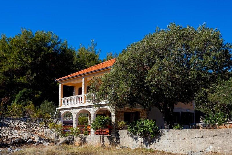 Brnistrova Holiday Home Sleeps 6 with Air Con - 5628800, Ferienwohnung in Prizba