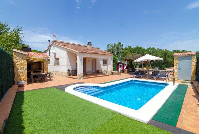 Lloret de Mar Villa Sleeps 6 with Pool - 5509397, location de vacances à Sils