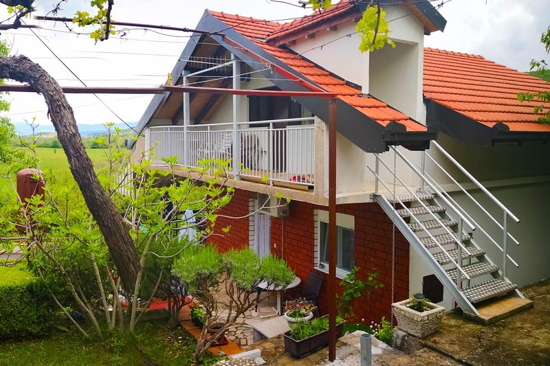Grab Holiday Home Sleeps 6 with Pool and Air Con - 5610768, holiday rental in Vedrine
