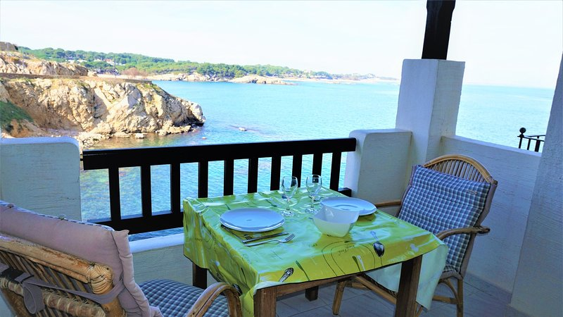 Punta Romana apartment, located FRONT OF THE SEA, historic center l'Escala., vakantiewoning in Sant Marti d'Empuries