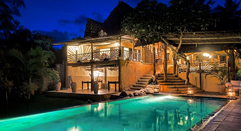 THE BEACH VILLA. THE HOME ESCAPE. All-inclusive offering, meals,drinks,massage., holiday rental in Kwale