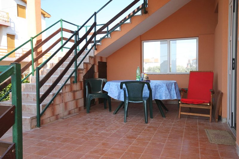 Sukosan Apartment Sleeps 12 with Air Con - 5461908, Ferienwohnung in Debeljak
