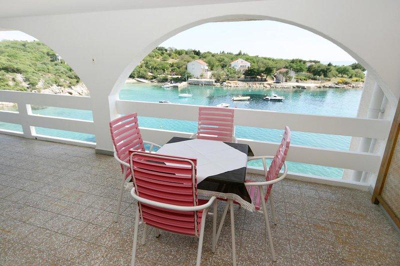Stanisce Apartment Sleeps 4 with Pool and Air Con - 5465906, location de vacances à Potocnica