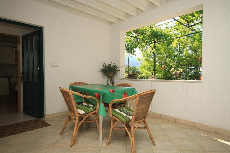 Tucepi Apartment Sleeps 4 with Air Con - 5466746, location de vacances à Marasi