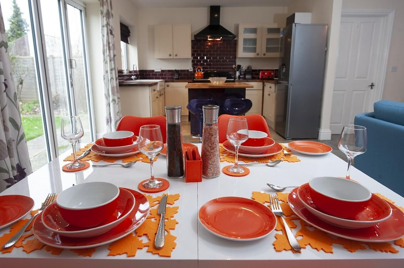 NEW Stunning 3BD House Central Ashford Sleeps 6!, holiday rental in Brabourne