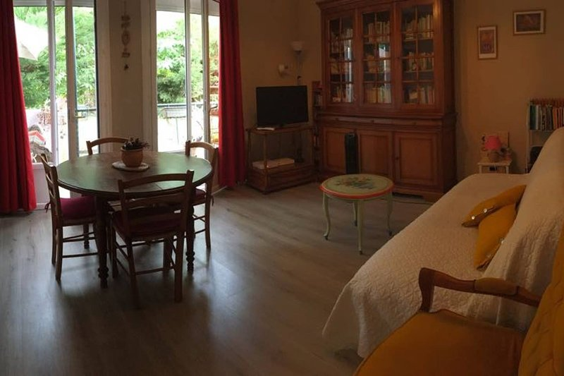Nice house with garden & terrace, vacation rental in Amelie-les-Bains-Palalda