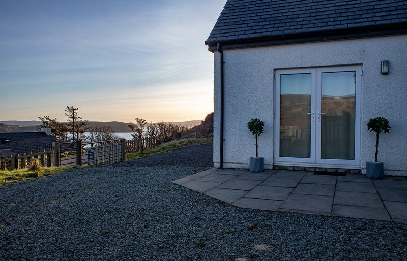 Bay View Bungalow enjoys views of Uig Bay and the Trotternish Ridge., holiday rental in Kilmaluag