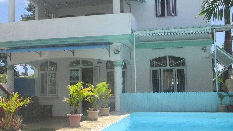G.Baie: house with PRIVATE POOL for 1-10  persons with free wifi / jacuzzi-spa., vacation rental in Grand Baie