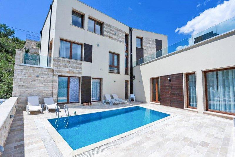 Kaluderovina Villa Sleeps 10 with Pool - 5822906, vakantiewoning in Tivat