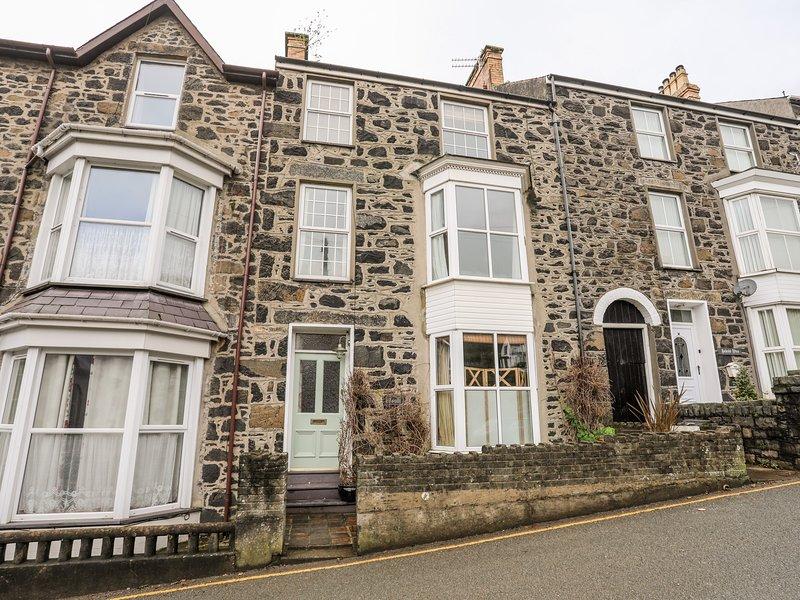 Isallt - 12 Salem Terrace, Pwllheli, holiday rental in Efailnewydd
