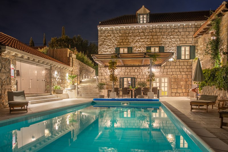 Villa Joe - Heritage mediterranean villa near Dubrovnik with heated pool, holiday rental in Mocici