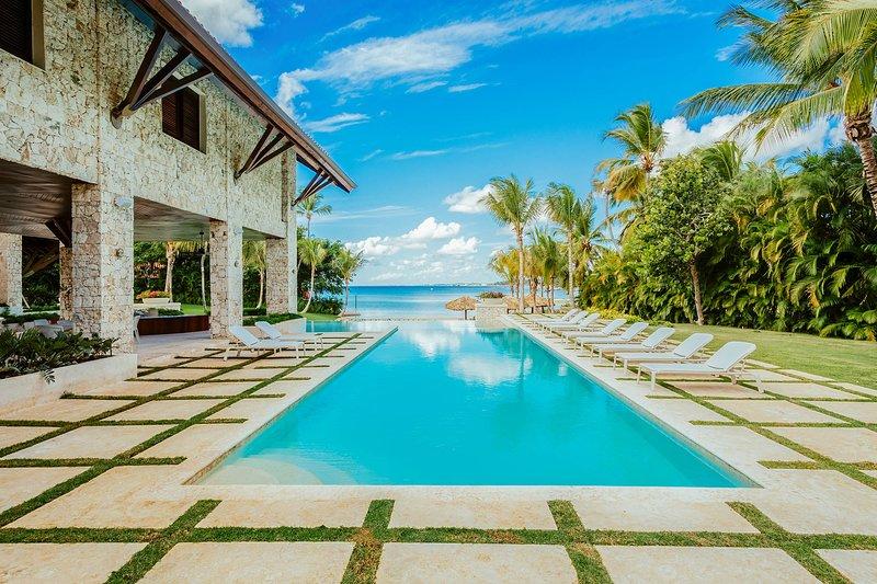 Las Minas Villa Sleeps 24 with Pool and Air Con - 5817426, location de vacances à Altos Dechavon